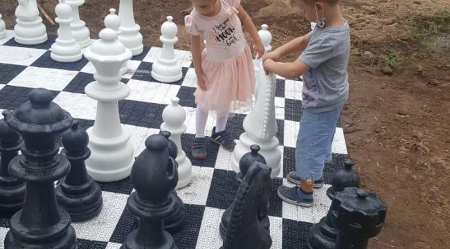 Zeytin ağaçları gölgesinde satranç etkinliğimiz